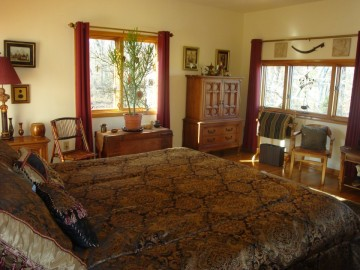 King bed in the Farmhouse with private bathroom