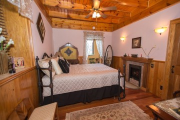 With a queen bed and a private bathroom in the Log Home. Photo by Danielle DeFayette Photography.