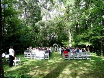 Woodland Hideaway ceremony