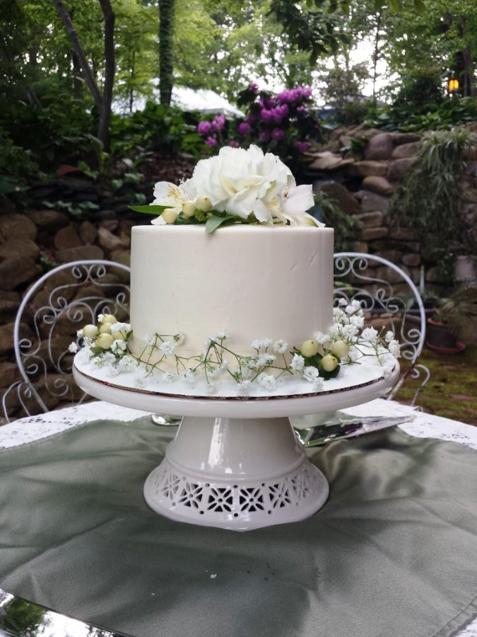 Storybrook Farm smooth wedding cake by Petite Sweets
