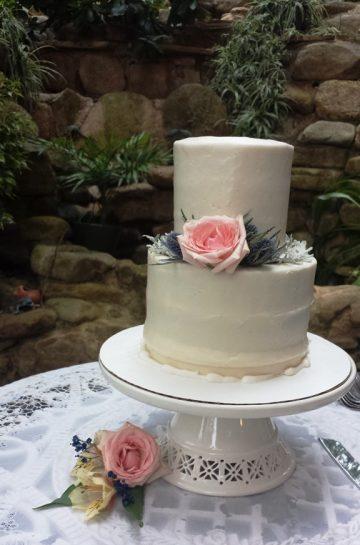 Storybrook Farm smooth wedding cake by Petite Sweets Bakery
